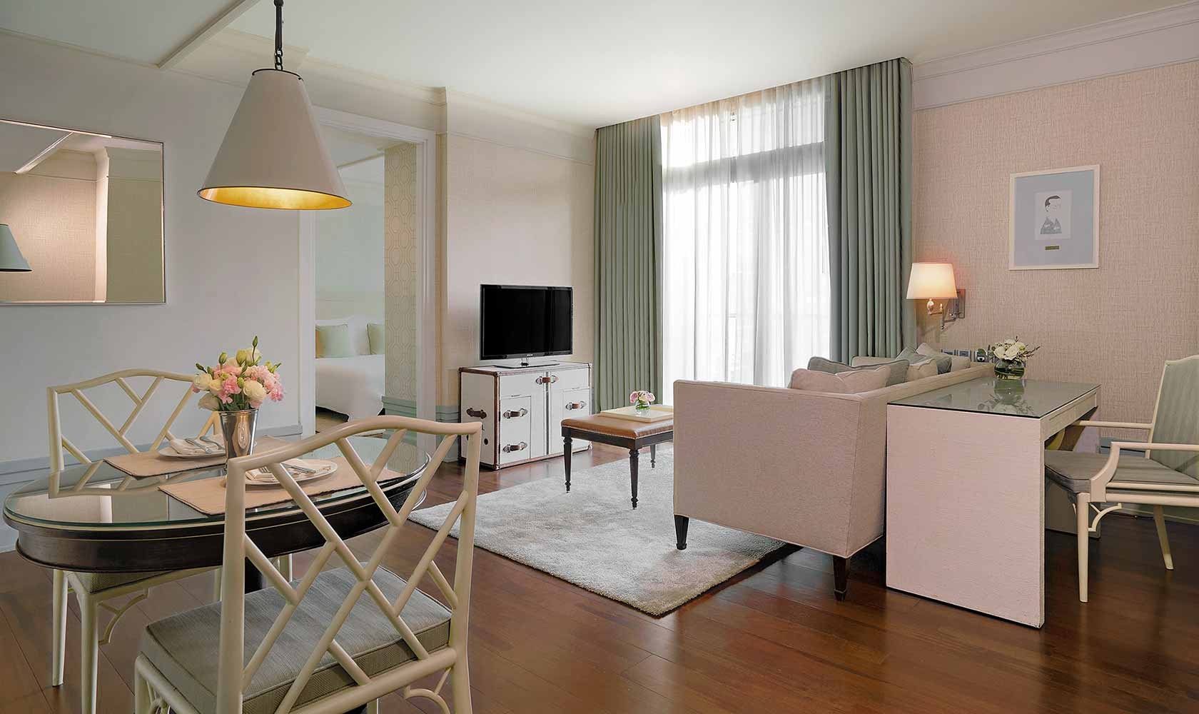 Separate living and dining room in One Bedroom Suite City View - Oriental Residence Bangkok
