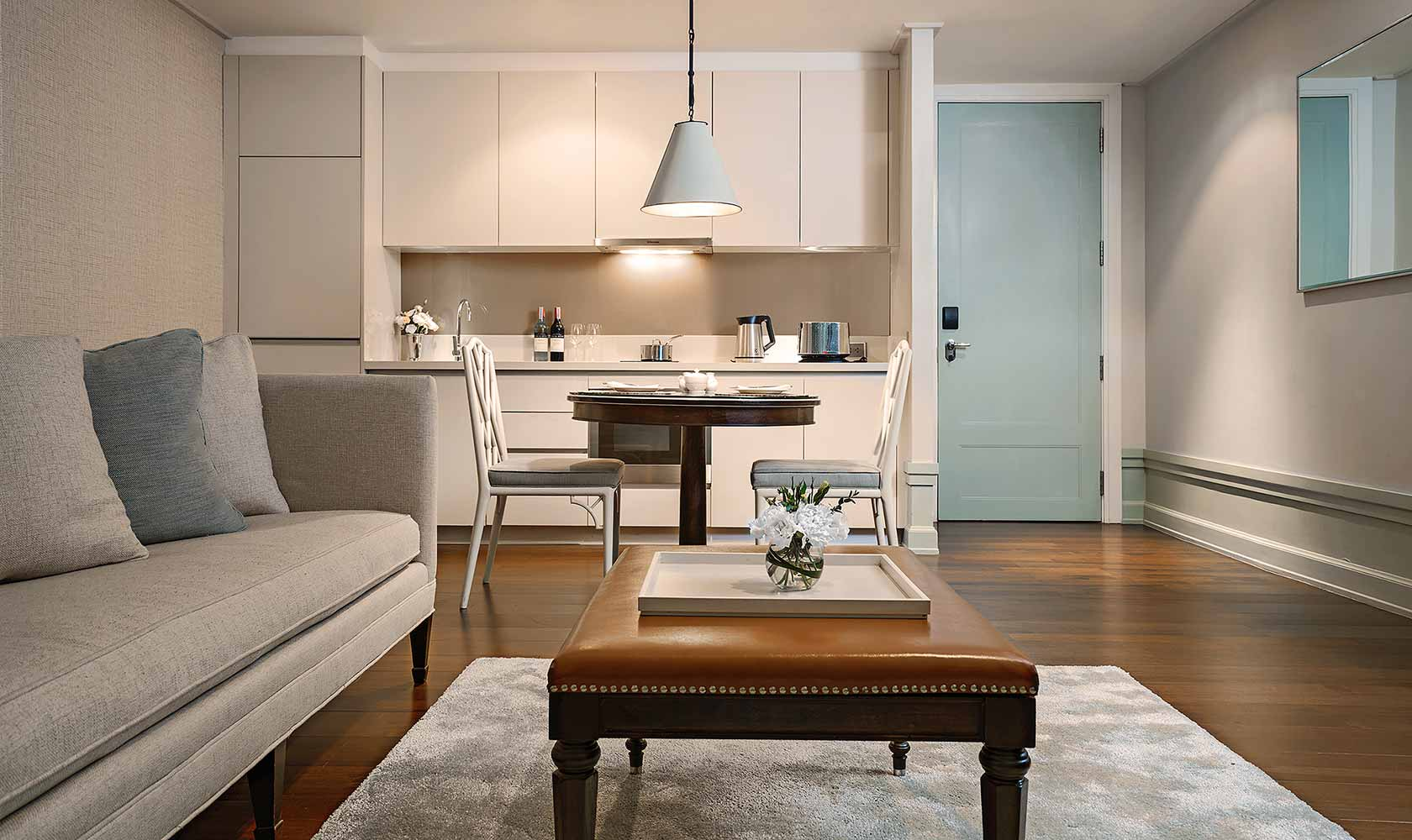 Dining table and kitchenette in One Bedroom Suite City View - Oriental Residence Bangkok