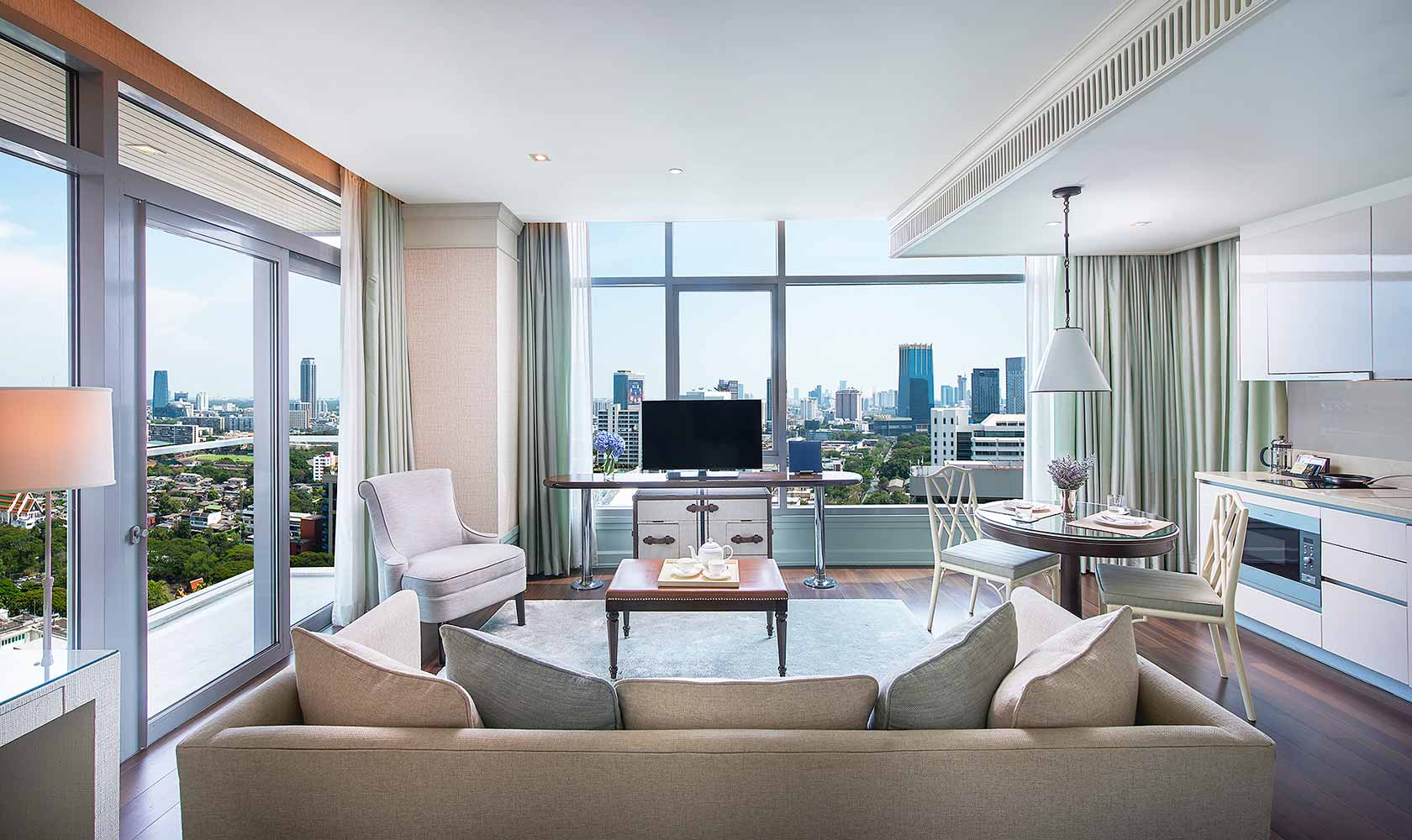 Separate living and dining room in One Bedroom Suite Corner - Oriental Residence Bangkok